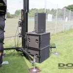 Ein Bassturm an einem Lautsprecherlift.