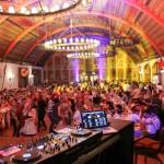 Das DJ-Pult und die Tanzfläche.