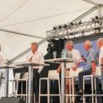 Eine Bühne mit Veranstaltungstechnik